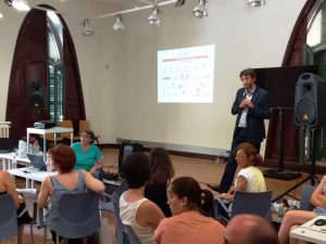 Araceli Crespo i Marc Viñas de la Direcció General d'Acció Cívica i Comunitària